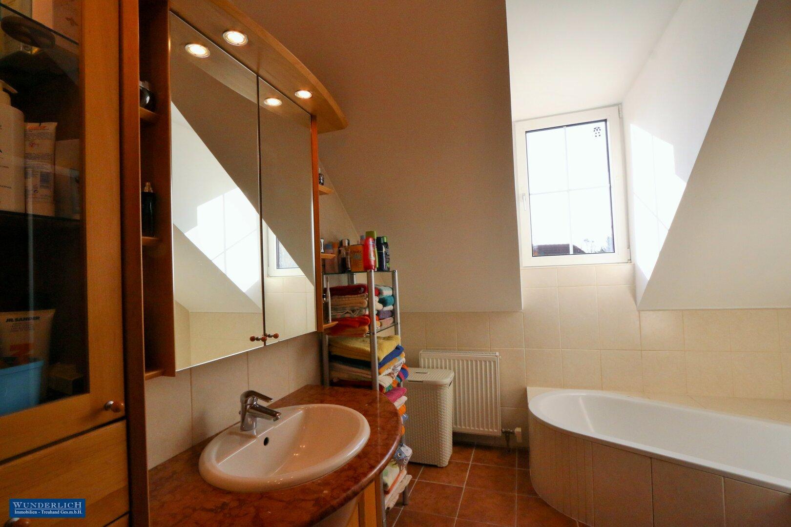 Badezimmer im Obergeschoß