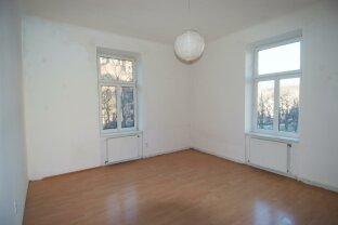 3 Zimmerwohnung mit voll ausgestatter Küche, teilweise saniert, unbefristet