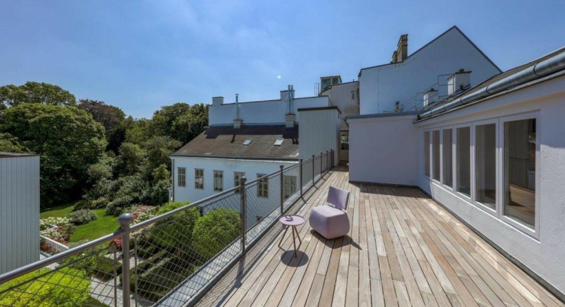Dach-Terrasse mit herrlichem Grünblick