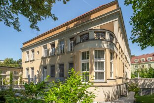luxurious 'Belle Etage' in a Art Nouveau Mansion with a fantastic view into the greens