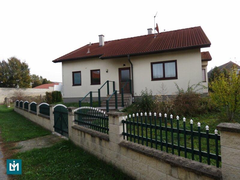 Großzügiger Garten im Ortskern von Illmitz